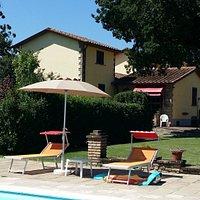 Dopo la lunga permanenza chiusa in casa  mi sono rilassata a Villa Ferraguzzo. Nuotare, camminare in campagna, osservare le rondini in cielo tutto questo mi ha aiutato a superare questo momento post COVID19. Mi sono rigenerata