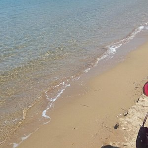 Η παραλία με τη γαλήνη και ησυχία της.