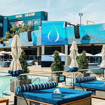 Wet Republic Ultra Pool at MGM Grand, 2020