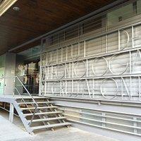 Façana exterior del Museu de l'Institut Català de Paleontologia Miquel Crusafont (Sabadell)