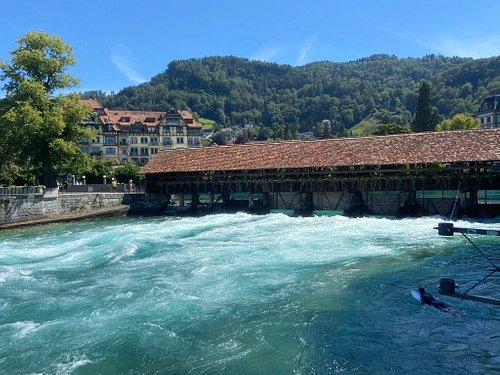 Tolles Erlebnis die Schleusenbrücke samt Surfer