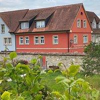 Blick auf das Bio-Wein-Hotel Bausewein vom Herrengraben aus