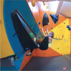 Un lugar para continuar tu práctica de escalada. No faltarán boulders que representen un nuevo reto para ti. Te esperamos!