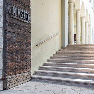 Ingresso di Palazzo Viani Dugnani