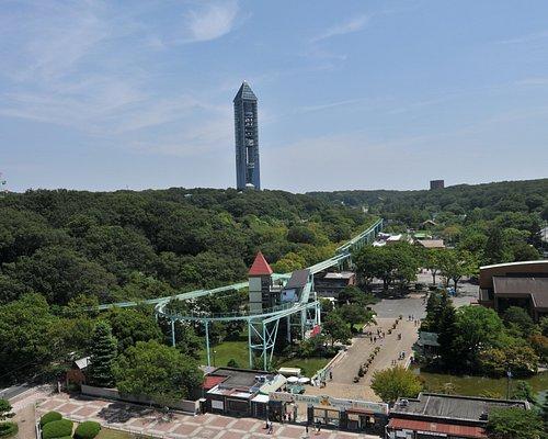 東山動植物園を見下ろす様にそびえ立つ東山スカイタワー