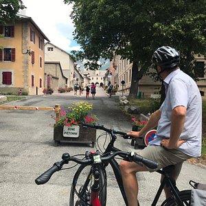 Met elektrische fiets leuke tochten gemaakt rondom Guillestre. Er zijn tochten voor (elektrische) mountainbikes en ook kortere tochten voor gewone e-bikes.