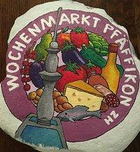 Seit dem 16.Mai 2020 findet an der Seestrasse in Pfäffikon, jeden Samstag, von März bis November, von 8h bis 13h der Wochenmarkt statt. Frisches Gemüse, Brot, Gebäck, Käse, Fleisch, frische Teigwaren und vieles mehr wird an verschiedenen Ständen von lokalen Produzenten angeboten. Die tolle Stimmung an der neu gestalten Seestrasse, mit den verschiedenen Kaffees und Restaurants lädt zum Verweilen ein.