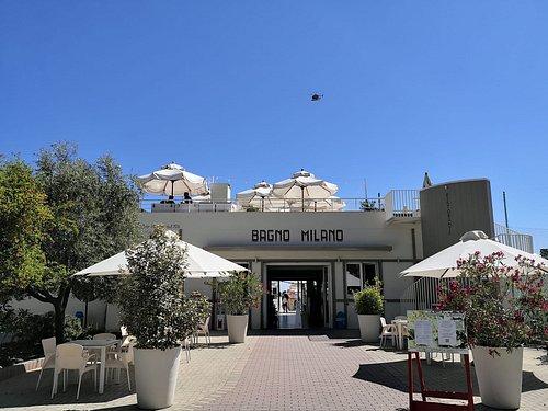 La nuova facciata del Bagno MIlano, moderna ma ispirata agli anni 40.