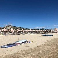 Due angolazioni diverse ( Nord e Sud ) della Spiaggia ...