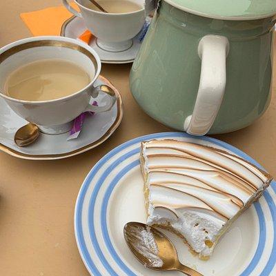 Excellent tea and pie/cakes :) in Bécherel (35190) place Alexandre Jehanin 5