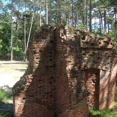 tyle pozostało z dawnego kościółka