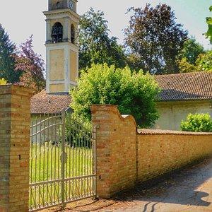 La  Chiesetta  di San  Gaudenzio , chiusa purtroppo  , aperta solo in  caso di eventi