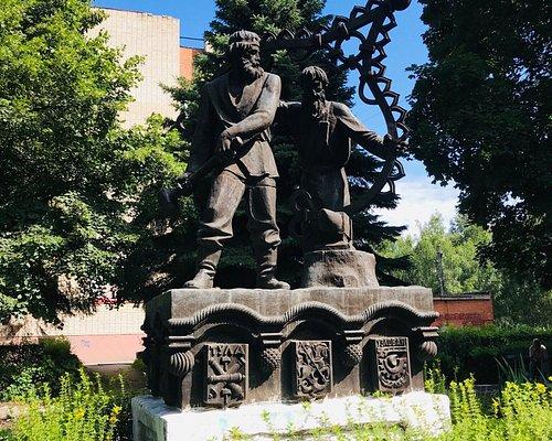 Памятник Слава русским мастерам