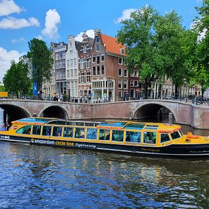Amsterdam Circle Line, cruise past all beautifull sights such as the historical canals, bridges and houses.