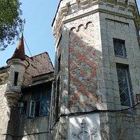 Башня и жилой балкон