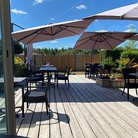 Jolie terrasse, serveurs sympathiques et attentifs, pizzas succulentes
