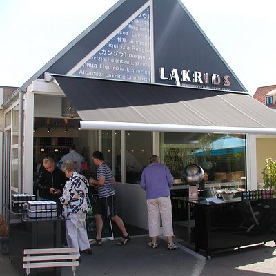 The LAKRIDS BY BÜLOW Store in the beautiful town of Svaneke was our very first store. Find the best gourmet liquorice and even liquorice ice cream in the summer time.