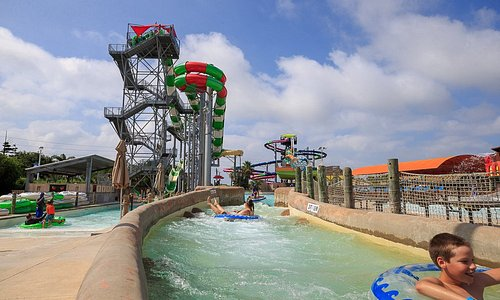 """Happy #NationalWaterparkDay to Schlitterbahn Galveston Island Water Park: voted """"World's Best Waterpark"""" 10+ years!     What's your favorite ride? Is it the Infinity Racers? MASSIV? Or is it simply the lazy river/ wave pool?     Let us know in the replies below!     #LoveGalveston"""