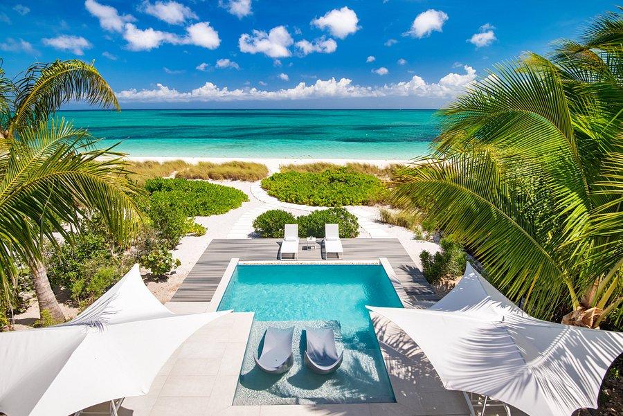 Vacation blue | Grace Bay, Turks and Caicos | VV Nincic