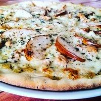 pizza pera e castanha de caju
