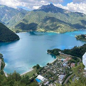 Splendida vista del lago dalla Madonnina di Besta