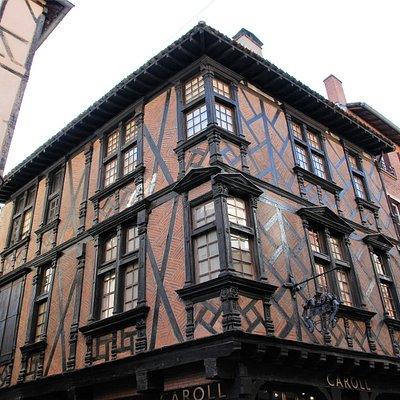 Souvenirs de mes Balades --- France -- Occitanie -- Albi -- Maison Enjalbert datant du XVI siècle - Structure en bois et remplissage en brique - Située tout prêt de la cathédrale 20.07.31