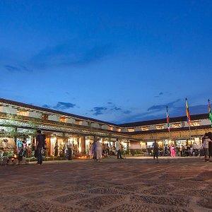Plaza interior de espectáculos artísticos, ferias y formaciones, Casona  el Tabacal, la más linda de Santander.