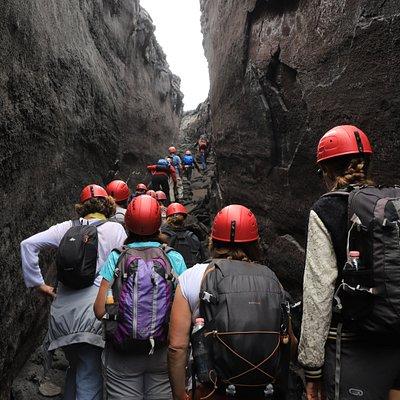 Frattura eruttiva lungo il sentiero che sale fino in cima all'Etna