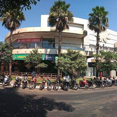 O shopping Mandacaru Boulevard é um shopping de lojas e serviços.  Se você quer ir ao banco ou a lotérica, lá tem.Tem supermercado, academia