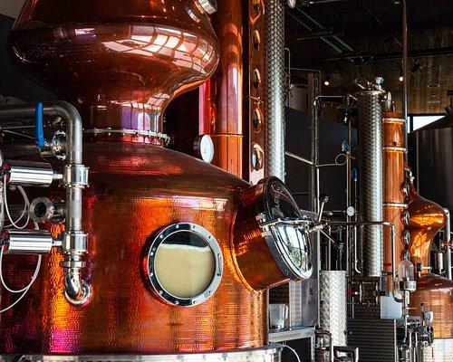 Während der Brennerei Tour bekommen Besucher einen Blick hinter die Kulissen der Hausbrennerei Penninger. Dabei wird sowohl die Herstellung von Whisky als auch die Produktion der Penninger Klassiker wie Blutwurz und Bärwurz erläutert.