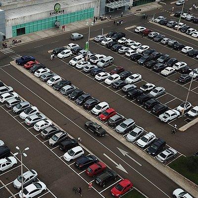 Vista aérea de nosso estacionamento, com mais de 700 vagas