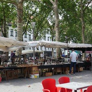 Antiek - vlooien of rommel - markt ?