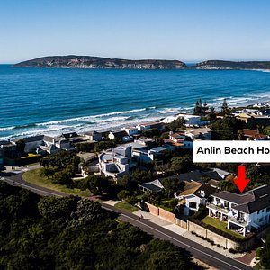 Anlin Beach House Self-Catering accommodation just 100 metres from Robberg Beach.
