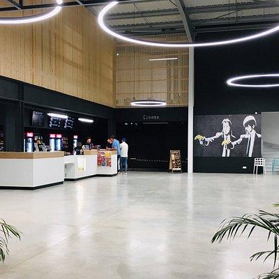 Complexe Galaxy, 4000 m² de loisirs pour tous, 4 salles de cinéma, 10 Pistes de Bowling, Laser Game, salle de jeux, restaurant ...