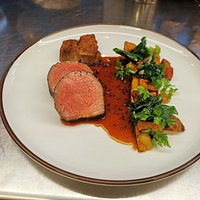 Veal rump steak and smoked beef brisket Mustard -red wine sauce, onion cream and carrot Crispy flower sprouts and jerusalem artichokes