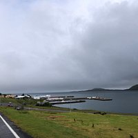 Petit bourg au bout du fjord. On y trouve quelques guest houses et essence piscine courses ... la base si besoin ! Isole mais sympa.