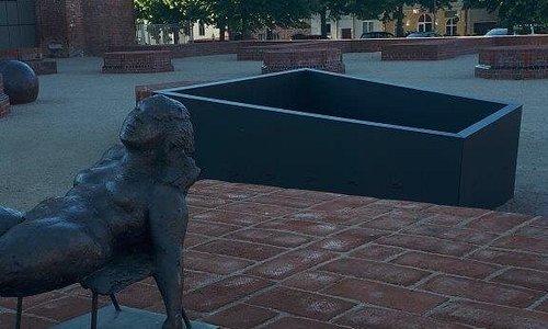 Skulptur Liegende