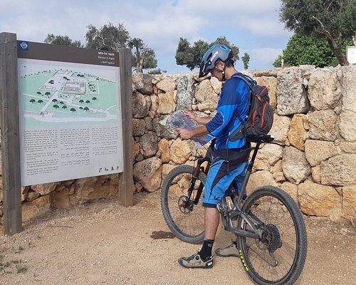 הנדיב על גלגלים-השכרת אופני שטח חדישים, משחקי ניווט סלולארים רכובים ורגליים ייחודיים ברמת הנדיב.