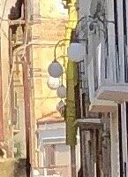 Sulla destra , dopo i balconi bianchi !
