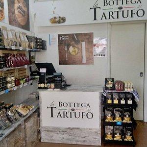 nella nostra bottega trovi il tartufo fresco della Basilicata accompagnato da lotto certificato e prodotti trasformati al tartufo