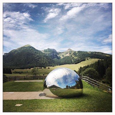 Ecco quello che abbiamo trovato al nostro arrivo. Meraviglioso contrasto tra la natura e la modernità. Poetico.