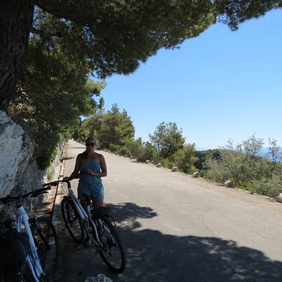 route up marjan hill