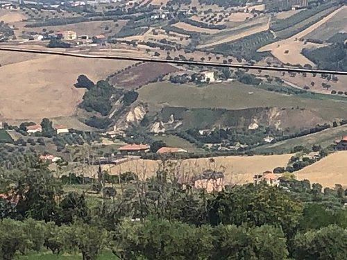 Lo sguardo arriva quasi sino alla valle del Fiume Tronto !