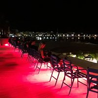 Terrazas frente al mar en el Boulevard de la Croissette en Cannes, para otro tipo de actividad.