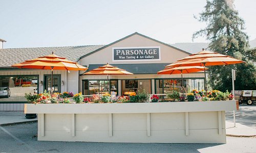Parsonage tasting room with outdoor seating