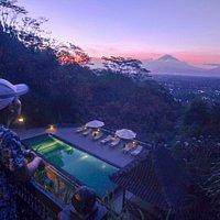 Menikmati sunset dari Taste Java