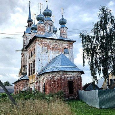 Вознесенский храм села Введеньё летом