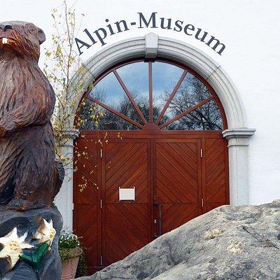 Eingan des Alpin-Museums im Marstall in der Landwehrstr. 4 in Kempten, Foto: Roger Mayrock © Kulturamt Kempten