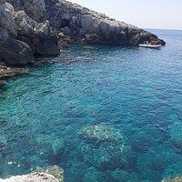 Cala benedettini. Ideale per snorkeling, facile accesso e con pineta sovrastante per le ore più calde.