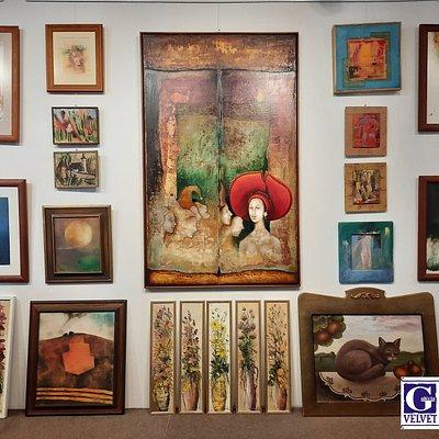 Galéria velvet - výstava obrazov slovenských ale aj zahraničných umelcov.